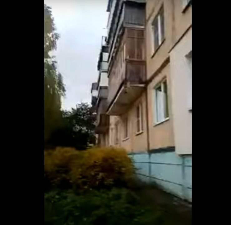 cane butta balcone sfuggire proprietario