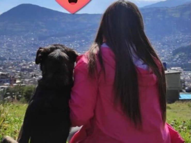 La ragazza insieme al suo nuovo amico (Screen Facebook)