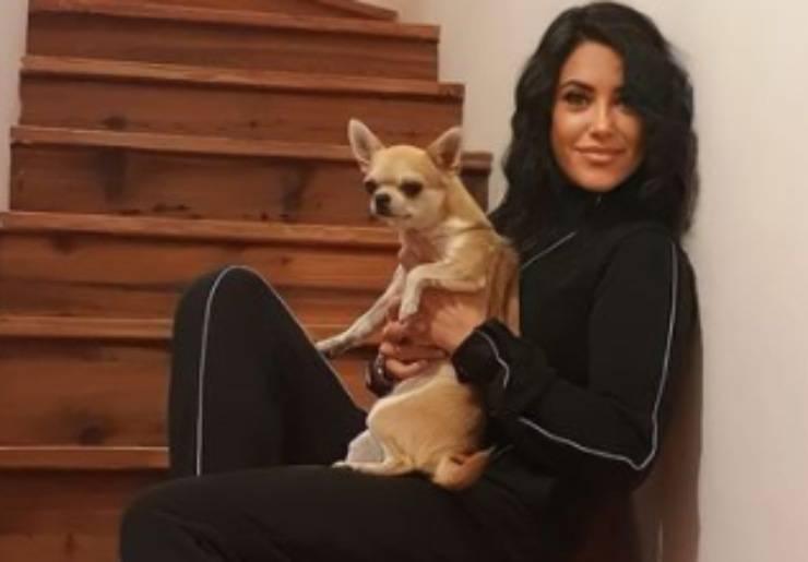Miss Claudia con il suo cagnolino